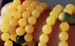 蜜蜡手串怎么盘玩和保养的方法有哪些