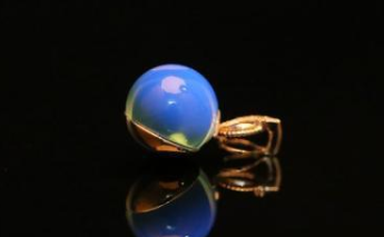 琥珀什么颜色最珍贵  琥珀的价格情况
