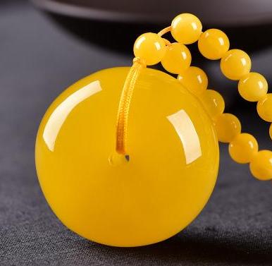 鸡油黄俄料激情电影多少钱一克   鸡油黄激情电影包浆后是什么颜色