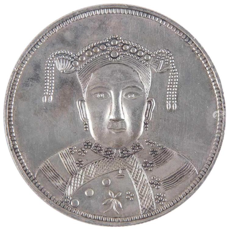 慈禧太后60岁铸造的银币比较出名的一款——广东寿字银币