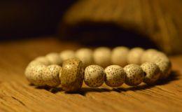 黄金籽星月菩提是染色的吗 怎么鉴别