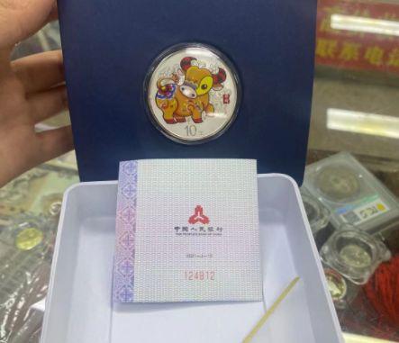 1983年熊貓金套幣回收價格 現在多少錢一套