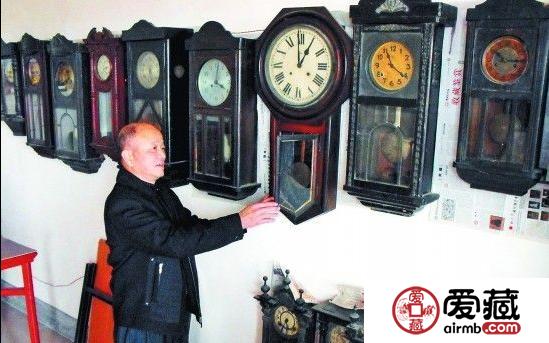 古钟收藏成癖:永春老人藏百余台古钟