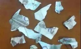 女子撕碎20块人民币被罚1000,撕自己钱也犯法!