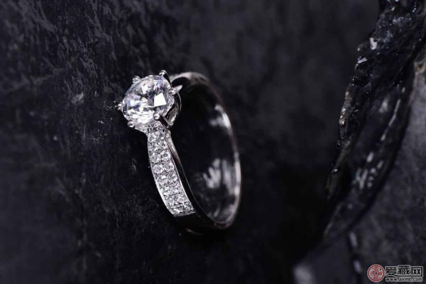 怎样挑选钻石戒指
