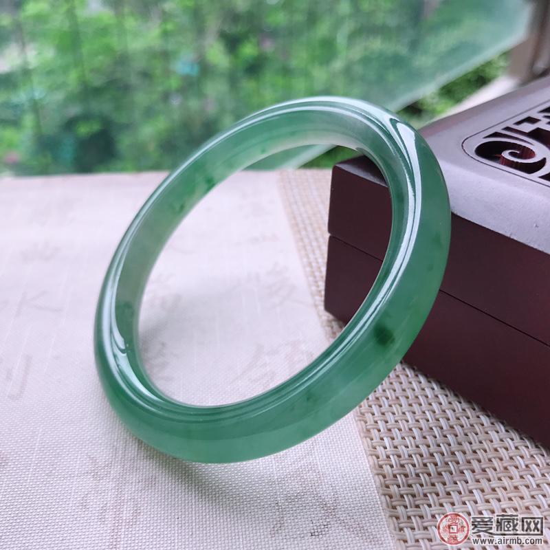 在云南旅游景区买翡翠靠谱吗?