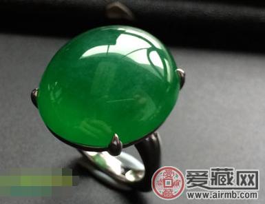 为什么翡翠戒指比钻戒更时尚?