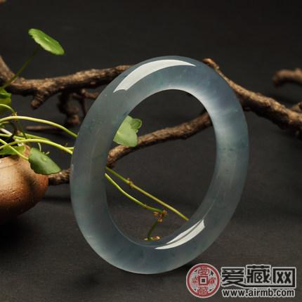 如何保养好你的玻璃种翡翠呢?