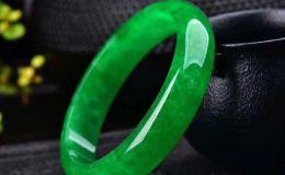 帝王绿翡翠的价值如何 如何分辨帝王绿翡翠与澳洲玉