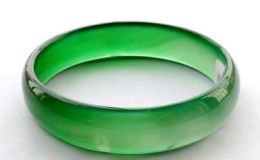 玻璃种帝王绿手镯的价格是多少 价格高不高