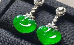 綠色翡翠耳環怎么搭配衣服好看