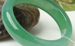 翡翠手镯的水头怎么看好坏 什么样才是好的