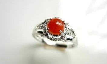 怎样挑选好的红翡翠戒指佩戴