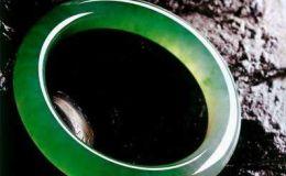 翡翠首饰佩戴久了会变绿吗