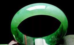 """翡翠首飾上的""""綠""""為什么會變大"""