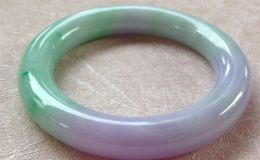 飘紫的翡翠手镯价格贵吗 值得购买吗