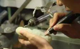 怎样才能区别机雕和手工雕 翡翠机雕和手工雕区别