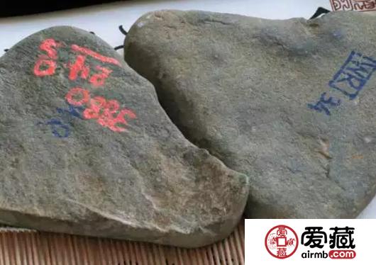 """翡翠原石表面为什么要写字 这些""""暗号""""代表什么呢"""