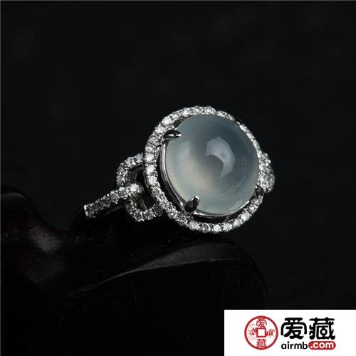 翡翠戒指怎么戴 适合哪些人戴
