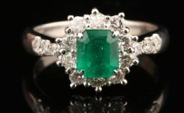 天然祖母绿宝石戒指价格一般多少钱