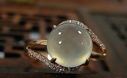 戴翡翠戒指佩应该戴在哪只手上