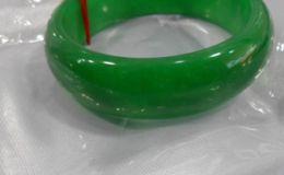 翡翠镯哪种绿最好 建议购买这种绿翡翠