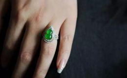 翡翠戒指戴哪个手 翡翠戒指的佩戴有讲究