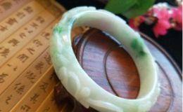 雕花翡翠手镯好吗 它的价值高不高