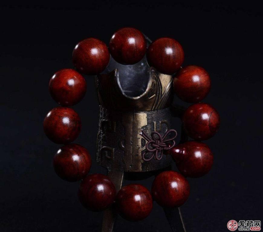 红酸枝手串如何盘玩,红酸枝手串盘玩方法