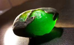 翡翠原石怎么打开 打开翡翠原石需遵守的原则