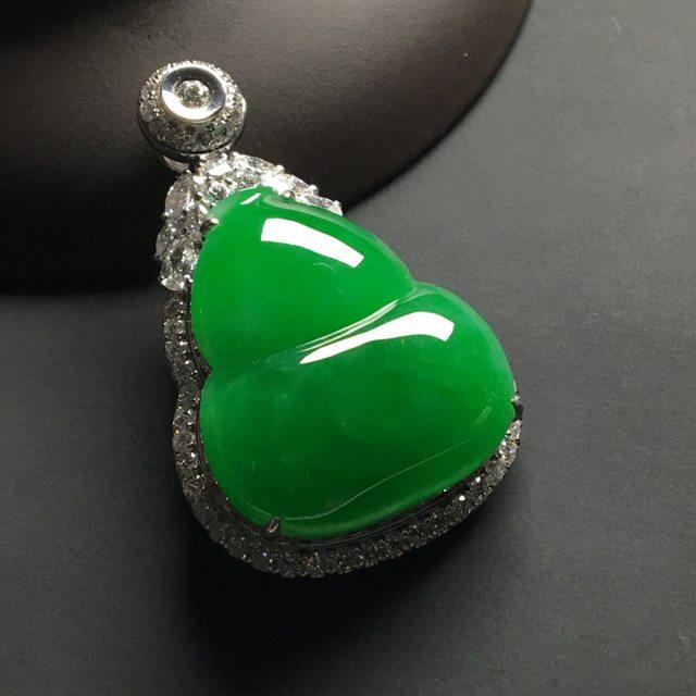 冰种满绿 葫芦翡翠吊坠 18k金*钻石镶嵌 整体尺寸:40-25-12*裸石25.5-22.5-5.5毫米