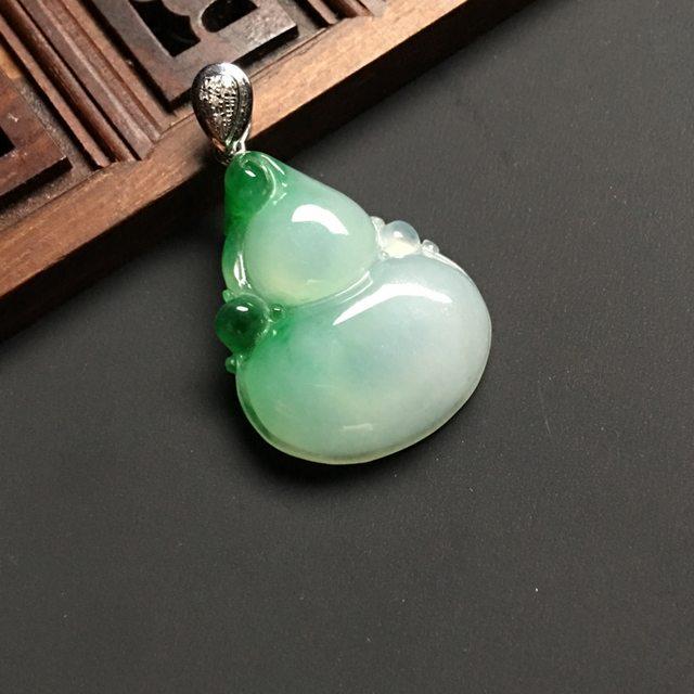 冰种飘绿 葫芦翡翠吊坠 白金扣 尺寸25-21-6.5毫米
