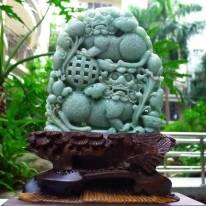 老坑水润豆绿 精雕狮子戏球翡翠摆件