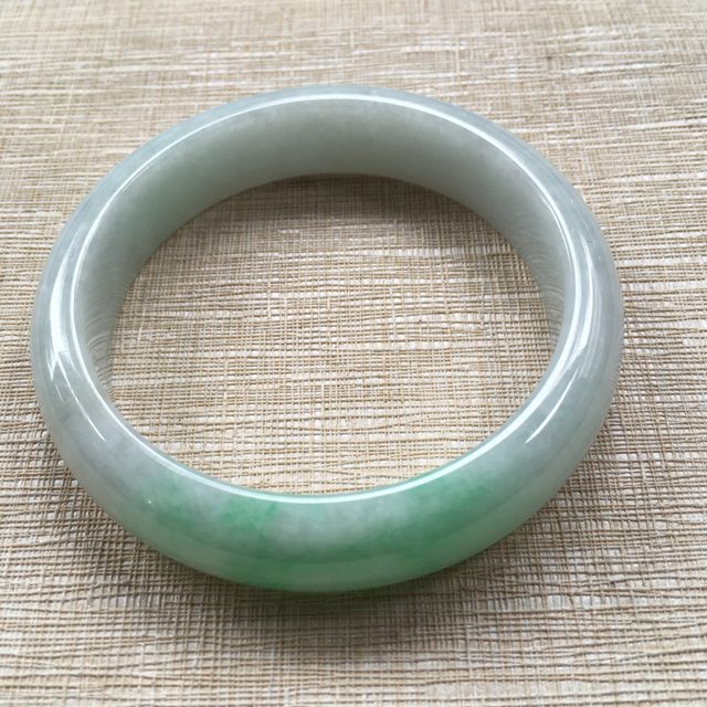 翡翠手镯A货 糯种飘绿 56.5正圈翡翠手镯