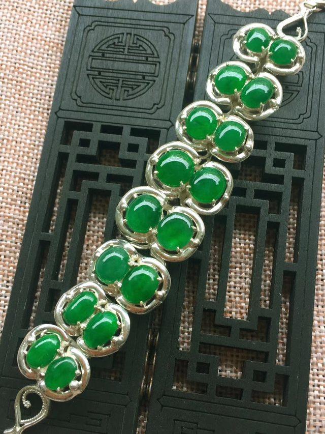 A货翡翠 冰糯种满绿起胶感蛋面翡翠手链