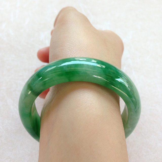 水润飘阳绿翡翠贵妃手镯 尺寸:55.5*12.4*7.2/44.8图6