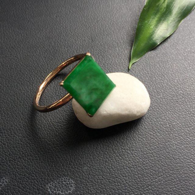 冰糯种飘绿 方形翡翠戒指