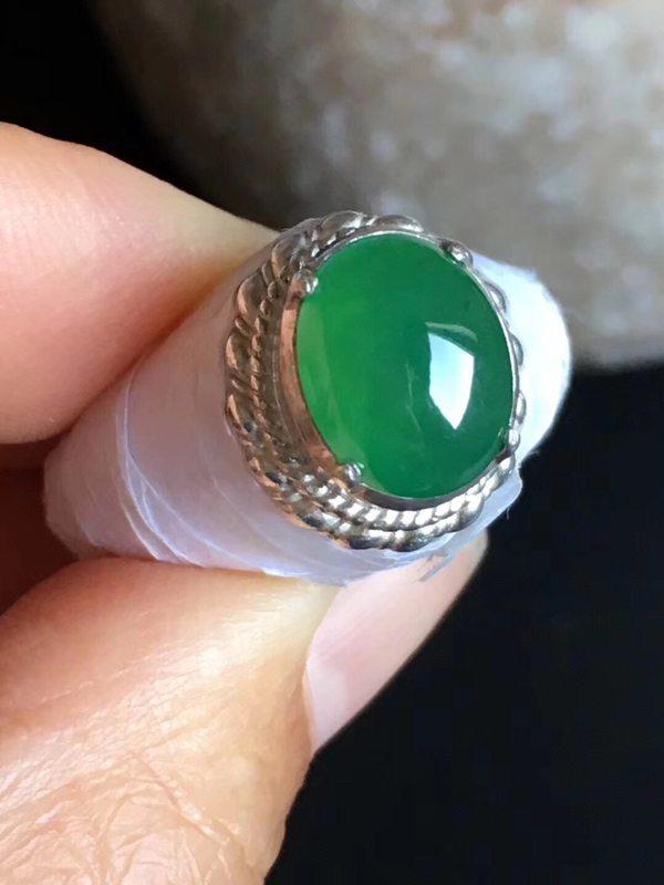 老坑冰种阳绿色11-8.5-4.5mm