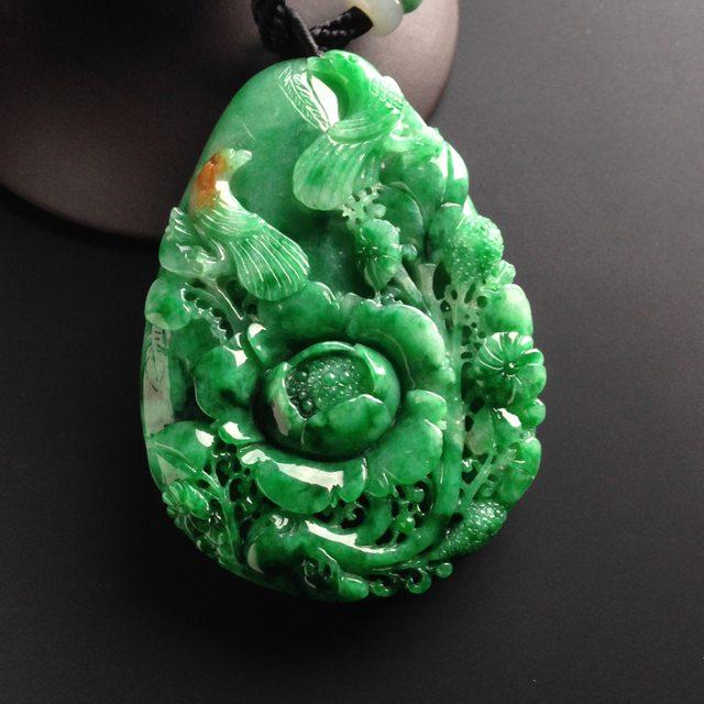 巧雕阳绿鸟语花香 翡翠吊坠 尺寸60-43-10毫米
