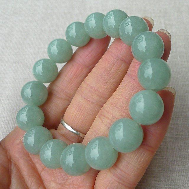 精雕浅绿圆珠翡翠项链 规格 13.4*16颗