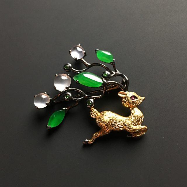 三彩梅花鹿翡翠胸针 整体尺寸30-34-6毫米图4
