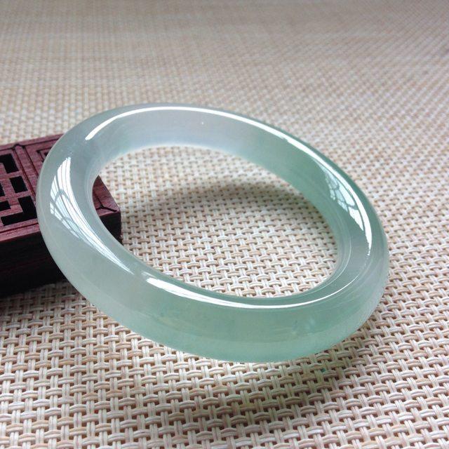 正圈圆条带色翡翠手镯 玉质光滑