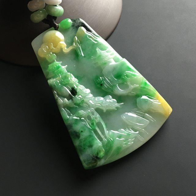 黄加绿山水牌 翡翠吊坠 尺寸60-42-7毫米