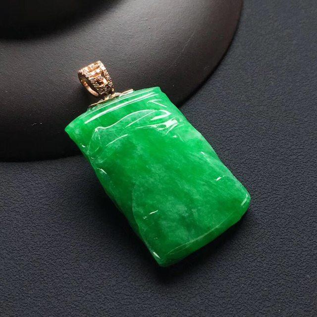 糯冰种阳绿 节节高升翡翠吊坠 尺寸:29.5-19-5.5毫米