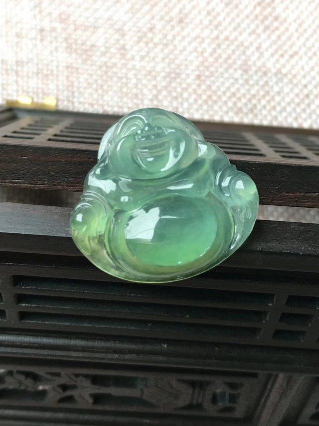 冰甜绿起荧光 翡翠挂件 尺寸23.9*25.3*4.9