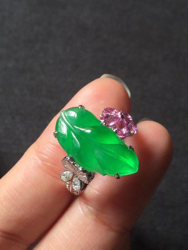 高冰近玻璃种正阳绿 缅甸天然翡翠戒指