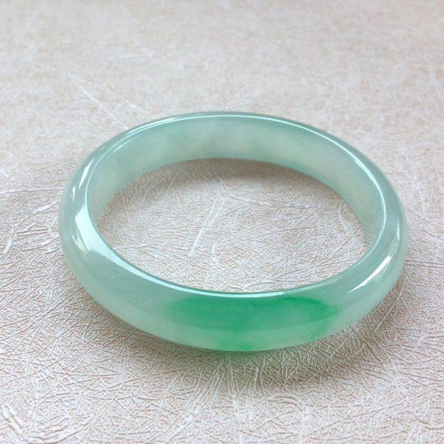 55.8冰种飘绿翡翠贵妃手镯