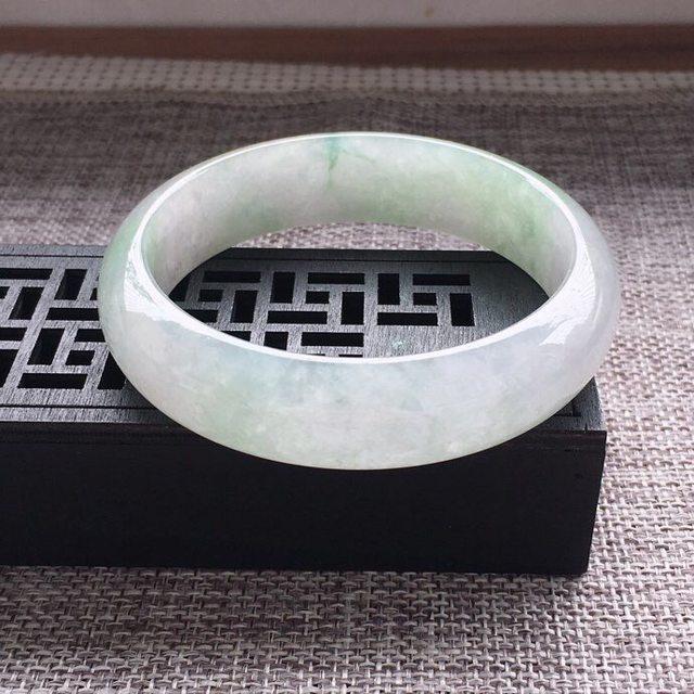 冰糯种通透浅绿正圈翡翠手镯图2