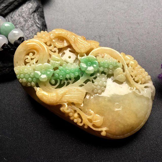 黄加绿鸟语花香 翡翠吊坠 尺寸: 59-36.5-12mm