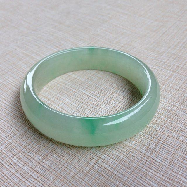 冰种飘绿翡翠手镯  缅甸天然翡翠手镯 53.5寸正装手镯